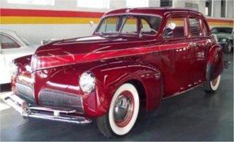 1:43 1941 Studebaker President w/Closed Back Wheel (Maroon)