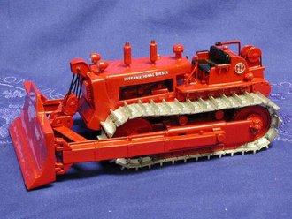 International TD-24 Crawler w/Cable Blade