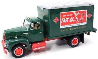 "1957 International Dry Goods Van ""Railway Express"""