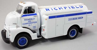 "1952 GMC Fuel Tanker ""Richfield"""
