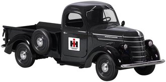 "1:25 1938 International D-2 Pickup ""International Harvester"" (Black)"
