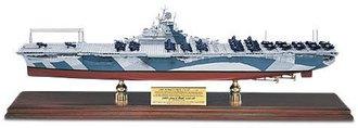 1:350 USS Yorktown Carrier w/5 F-6F & 10 SB2C Planes