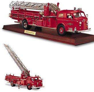 1:32 1954 American LaFrance Fire Ladder Truck (Red) w/Wood Plinth