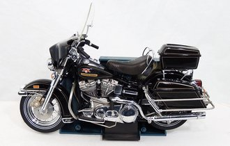1:10 1976 Harley-Davidson Electro-Glide Motorcycle (Black)