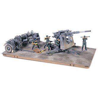 Krupp 88mm FlaK 18 German Army, Stalingrad, USSR, 1942, w/5 Figures