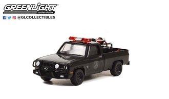1:64 Black Bandit Series 26 - 1982 Chevrolet K20 Scottsdale Pickup w/Fire Equipment, Hose & Tank