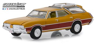 1:64 Estate Wagons Series 3 - 1970 Oldsmobile Vista Cruiser (Nugget Gold Poly/Wood Grain)
