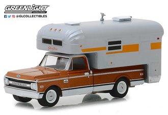 1:64 1970 Chevrolet C-10 Cheyenne w/Silver Streak Camper