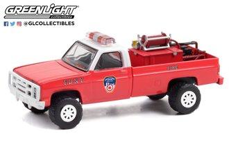 "1:64 1986 Chevrolet M1008 4x4 ""FDNY"" w/Fire Equipment, Hose & Tank"