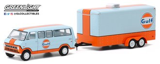 1:64 Hitch & Tow Series 20 - 1972 Ford Club Wagon Gulf Oil w/Enclosed Car Hauler