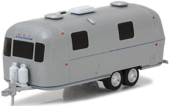 1:64 Hitched Homes Series 4 - 1971 Airstream Double-Axle Land Yacht Safari Trailer