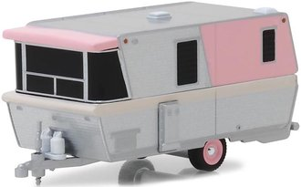 1:64 Hitched Homes Series 5 - 1959 Holiday House (Pink/Chrome)
