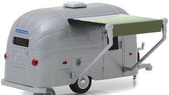 1:64 Hitched Homes Series 5 - Airstream 16' Bambi (Green/White Awning)
