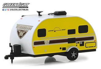 1:64 Hitched Homes Series 6 - 2017 Winnebago Winnie Drop - Yellow w/Woody Graphics