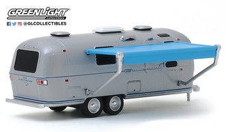 1:64 Hitched Homes Series 7 - 1971 Airstream Double-Axle Land Yacht Safari w/Awning