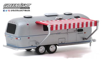 1:64 Hitched Homes Series 8 - 1972 Airstream Double-Axle Land Yacht Safari w/Red & White Awning