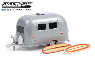 1:64 Hitched Homes Series 11 - Airstream 16' Bambi w/Surfboards
