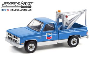 """1:64 Blue Collar Collection Series 9 - 1983 Chevrolet C20 Scottsdale with Drop-In Tow Hook """"Chevron"""""""