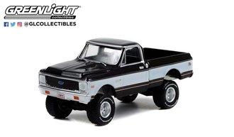 1:64 1972 Chevrolet K10 4X4 Pickup (Gray/White w/Black Interior) (Lot #1027)