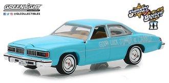 "1:64 Hollywood Series 23 - Smokey and The Bandit II (1980) - 1977 Pontiac LeMans ""Wedding Car"""