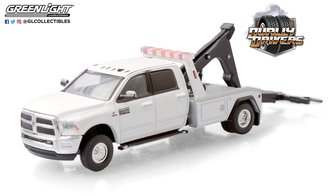 1:64 Dually Drivers Series 5 - 2018 RAM 3500 Dually Wrecker (Bright White)