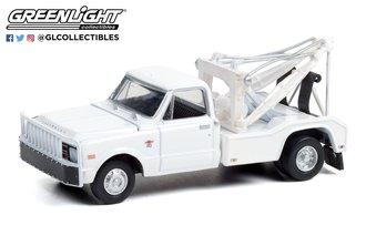 1:64 Dually Drivers Series 7 - 1968 Chevrolet C-30 Dually Wrecker - White
