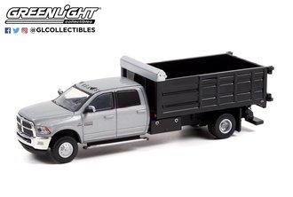 1:64 Dually Drivers Series 8 - 2018 RAM 3500 Dually Landscaper Dump Truck - Bright Silver Metallic