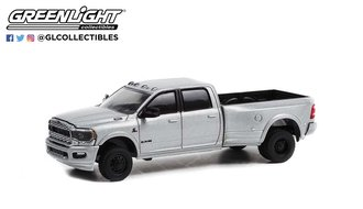 1:64 Dually Drivers Series 9 - 2021 RAM 3500 Dually - Limited Night Edition (Billet Silver)