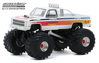 1:64 Kings of Crunch Series 7 - Stomper Bully - 1984 Chevy C-20 Monster Truck
