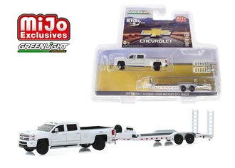 1:64 Hitch & Tow - Chevrolet Silverado 3500 Dually w/Heavy Duty Trailer (White)