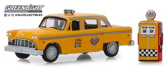 1:64 The Hobby Shop Series 7 - 1978 Checker Motors Marathon A11 Taxi w/Vintage Gas Pump