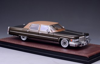 1976 Cadillac Fleetwood Brougham (Chesterfield Brown)