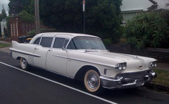 1:18 1958 Cadillac Fleetwood 75 Limousine (White)