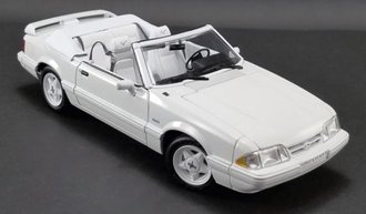 1:18 1993 Ford Mustang LX Convertible (Vibrant White w/White Interior) Ford Feature Edition