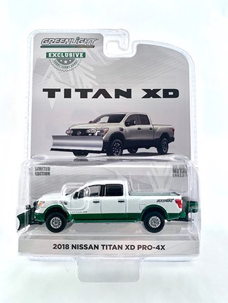 Chase 1:64 2018 Nissan Titan XD Pro-4X w/Snow Plow & Salt Spreader