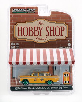 Chase 1:64 1978 Checker Motors Marathon A11 Taxi w/Vintage Gas Pump