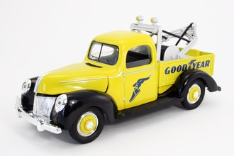 """1:18 1940 Classic Tow Truck """"Goodyear"""" (Yellow) (Bank)"""