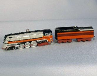 Lionel Ornament - 2005 Minature Set - 1939 Hiawatha Steam Locomotive & Tender