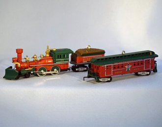 Lionel Ornament - 2012 Set - Nutcracker Engine, Tender & Baggage Coach