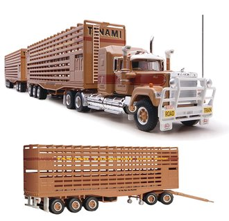 1:64 Mack Superliner w/Triple Livestock Road Train Trailers (3)