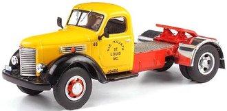 1:43 1948 International KB-7 Tractor (Yellow/Black)