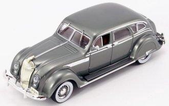 1936 Chrysler Airflow 4-Door Sedan (Gray Metallic)