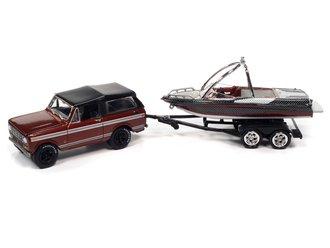 1:64 1979 International Scout II w/Malibu Boat & Trailer (Tahitian Red, Dk Red & Black)