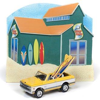 1:64 Surf Shop Façade w/1970 Chevy Blazer