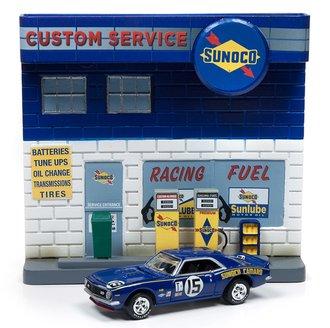 1:64 Sunoco Exterior Service Station Façade w/1967 Chevy Camaro