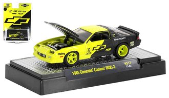 1:64 1985 Chevrolet Camaro IROC-Z (Shock Green/Semi-Gloss Black)