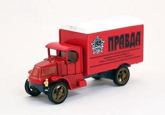 "1920 Mack AC Van ""Pravda"""