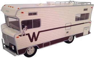 1973 Winnebago Brave RV (Beige/Brown)