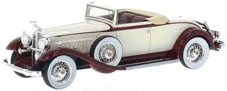 1932 Packard 902 Standard Eight Convertible (White/Red)