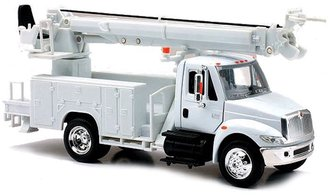 1:43 International 4200 Auger/Digger Truck (White)